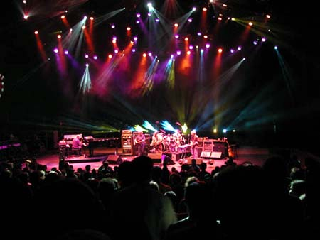 phish/2000_10_06_shoreline/phish_10_06_00_13
