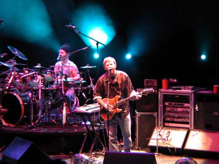 phish/2000_10_06_shoreline/phish_10_06_00_3