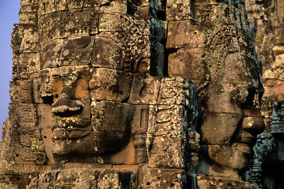 cambodia/angkor_bayon_heads_close