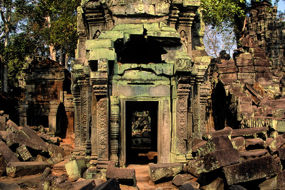 cambodia/angkor_green_door
