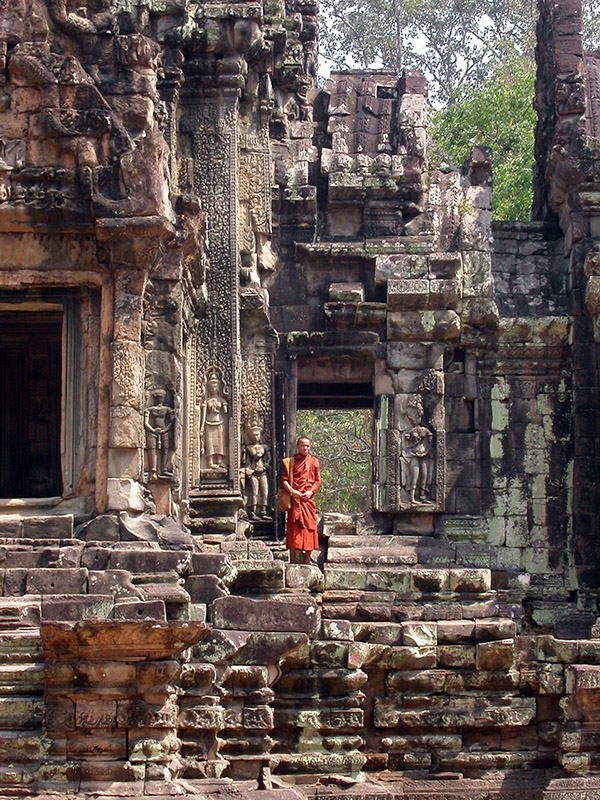 cambodia/angkor_red_monk