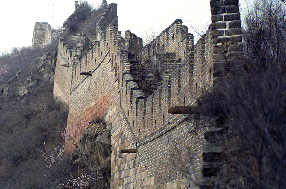 china/2001/wall_jagged