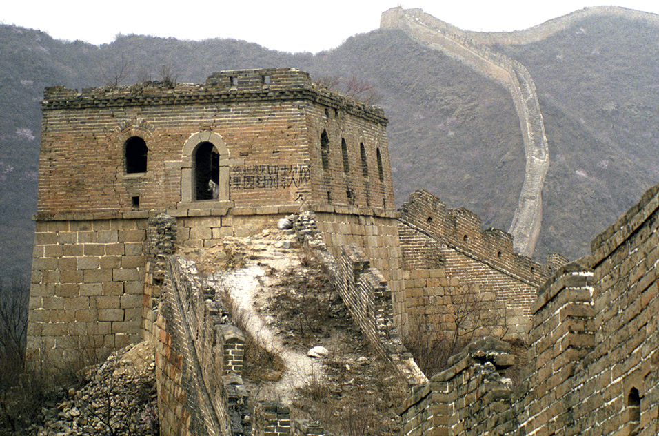 china/2001/wall_tower_path