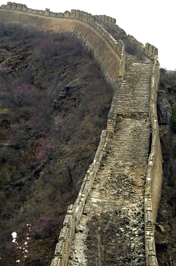 china/2001/wall_vert_stairs