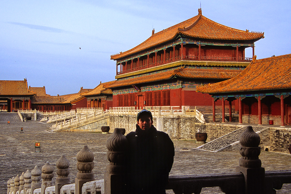 china/2004/beijing_forbidden_brian_yard