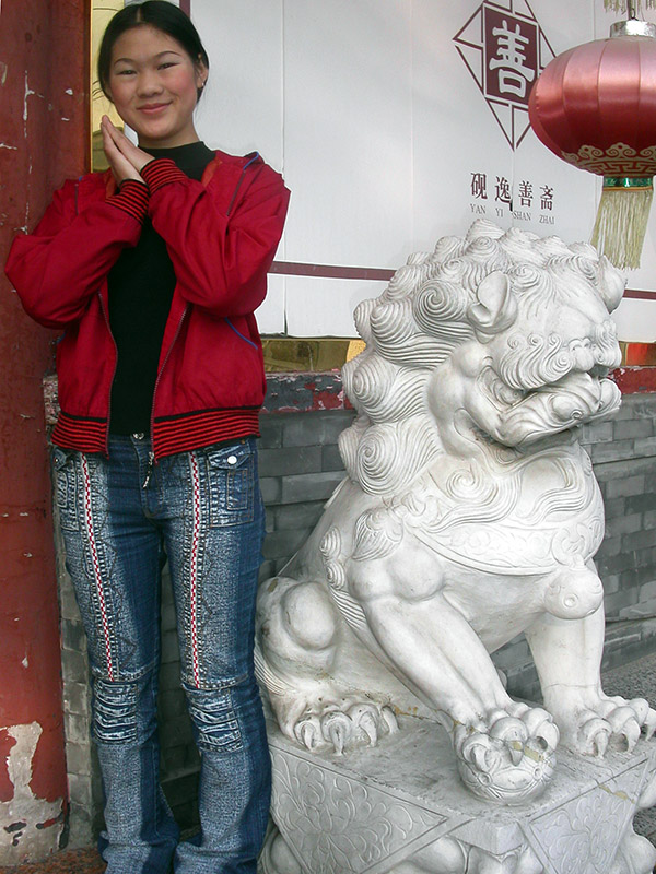 china/2004/beijing_girl_lion