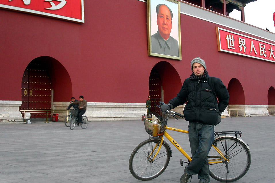 china/2004/beijing_tiananmen_brian_bike_mao