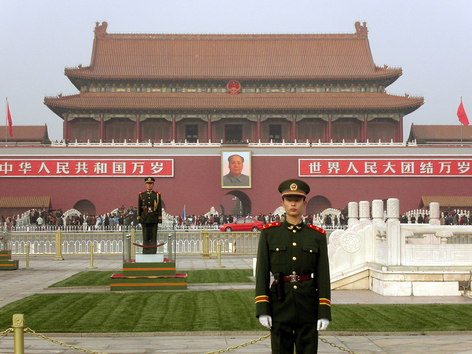 china/2004/mao_guards