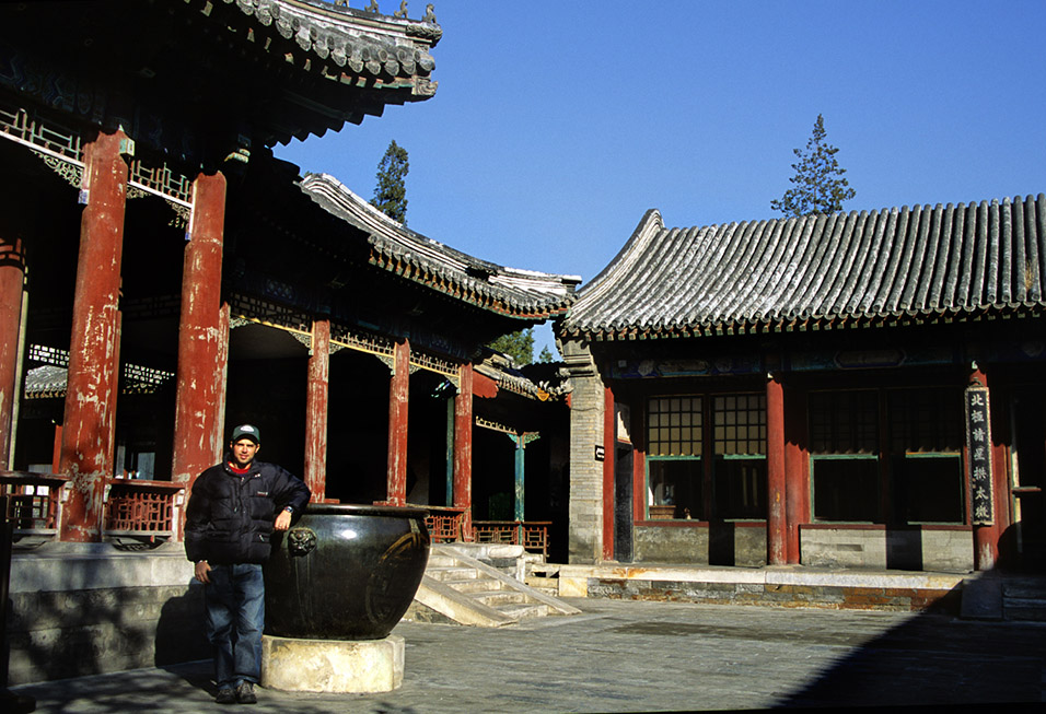 china/2004/sum_pal_brian_courtyard