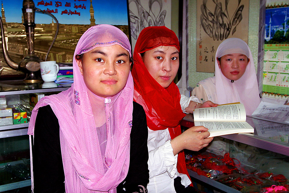 china/2006/beijing_muslim_girls