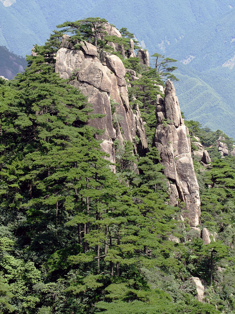 china/2006/huang_shan_gorgeous_rock_outcropping
