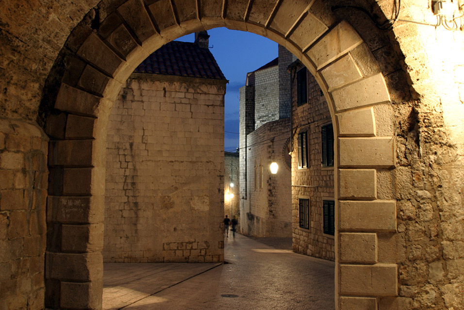 croatia/dubrovnik_domed_door