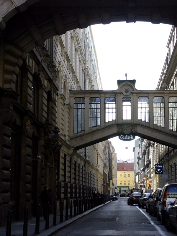 czech/prague_arched_alleyway