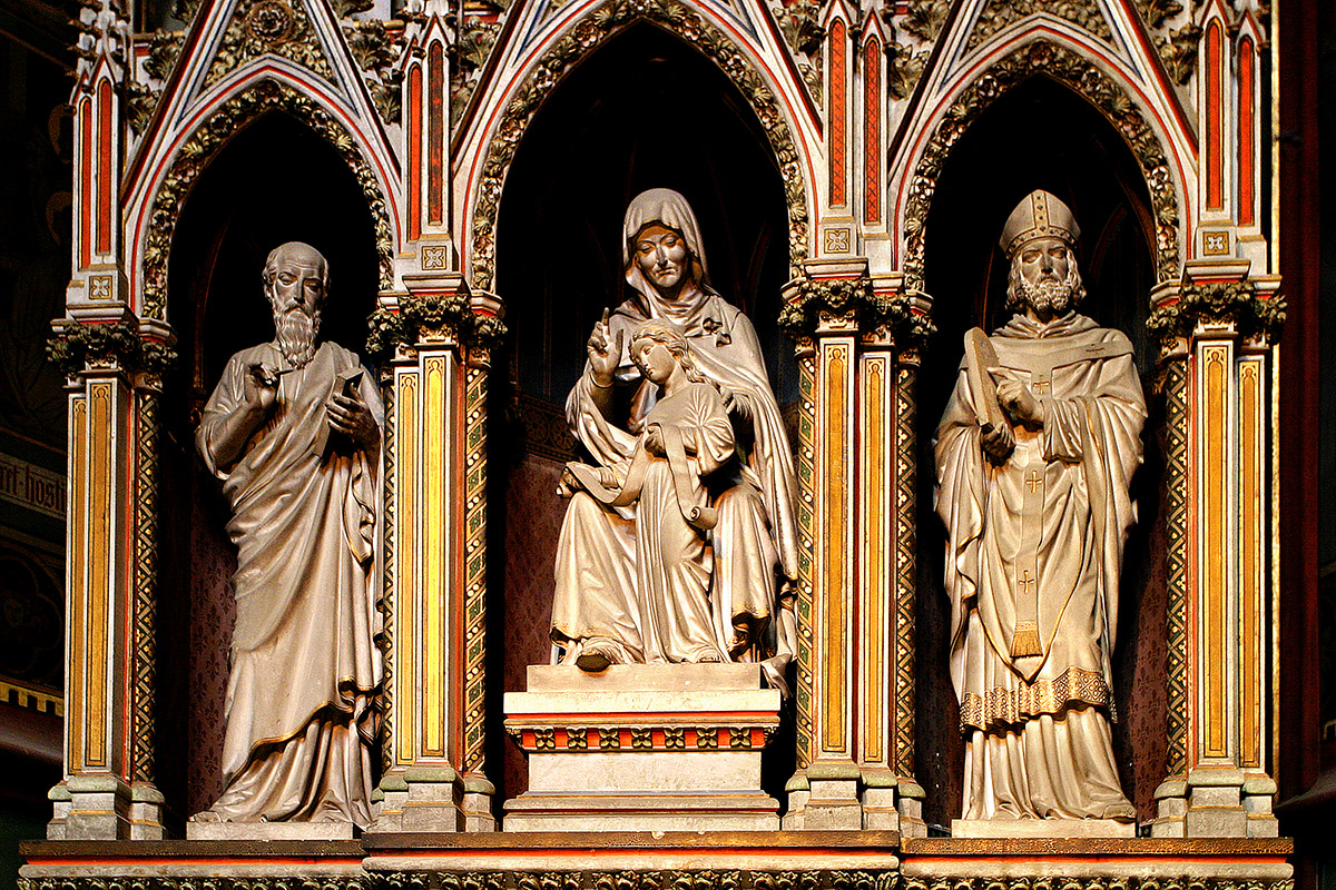 czech/prague_cathedral_statues