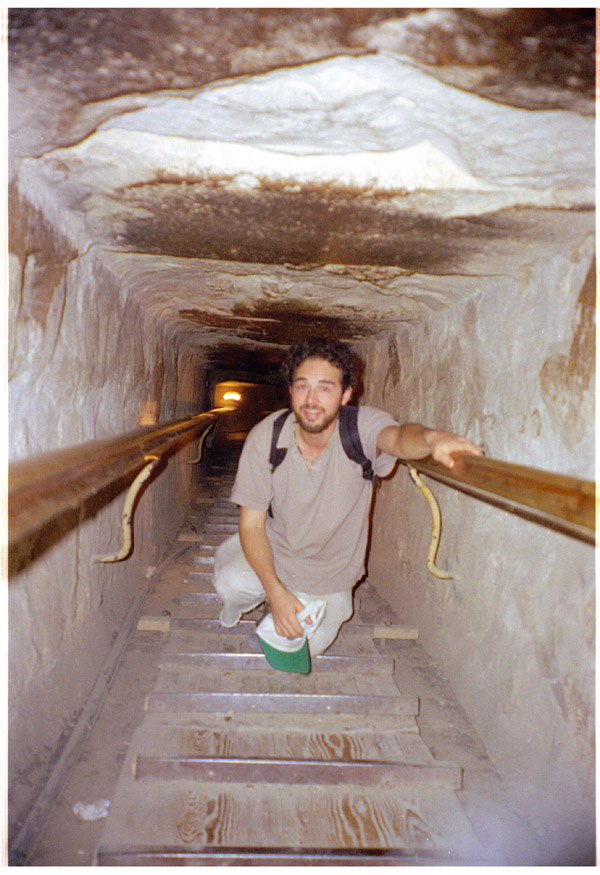 egypt/1998/pyramids_going_down_to_the_pit