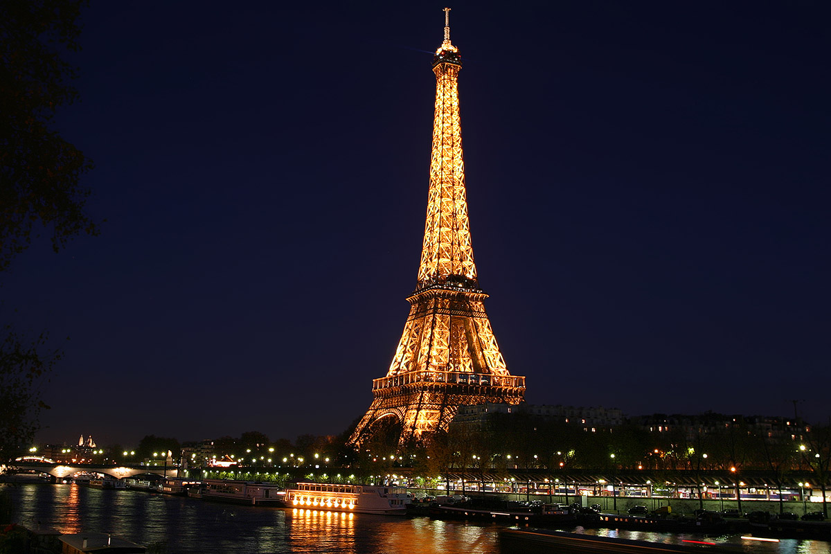 france/paris_facebook_eiffel