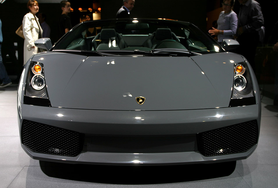 france/show_gray_lamborghini