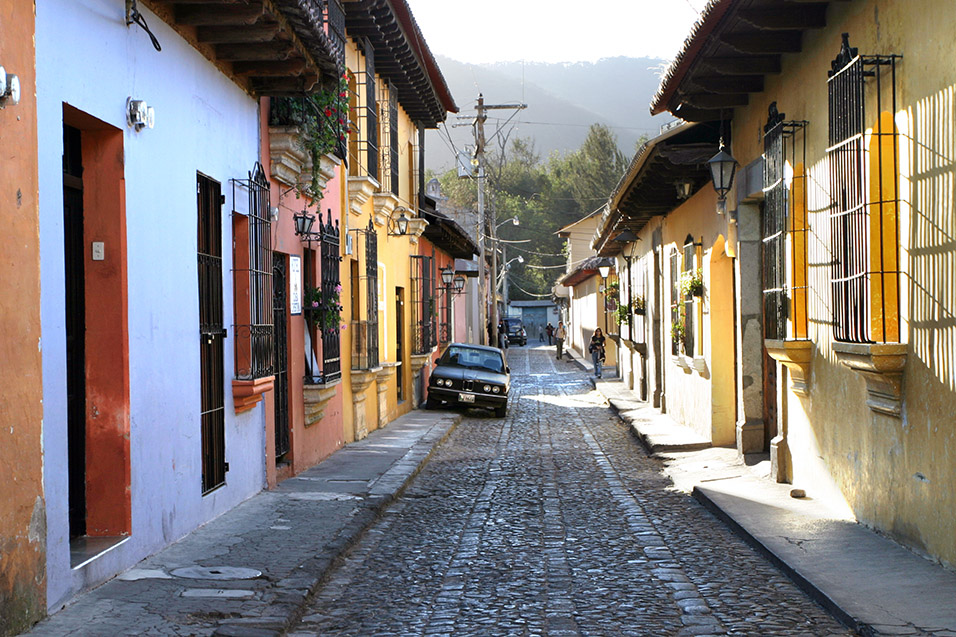 guatemala/antigua_alley_colors