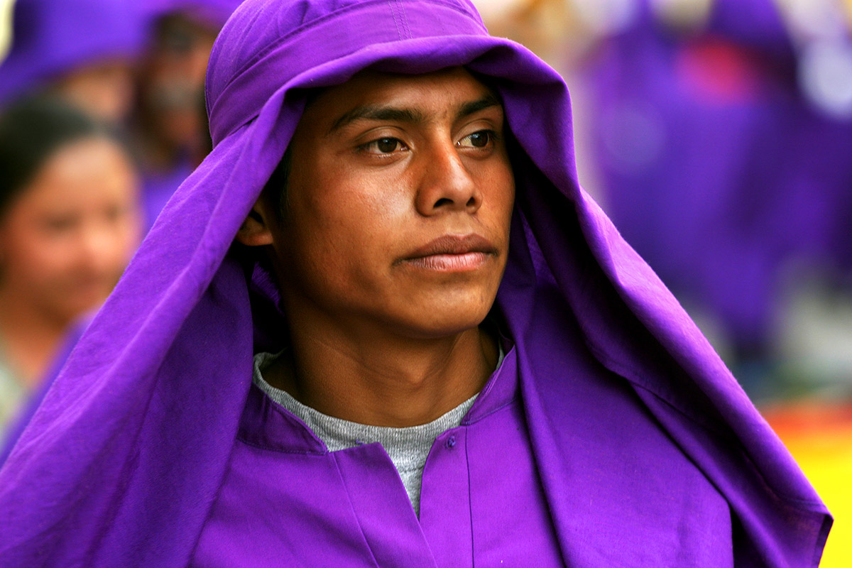 guatemala/antigua_purple_man_close