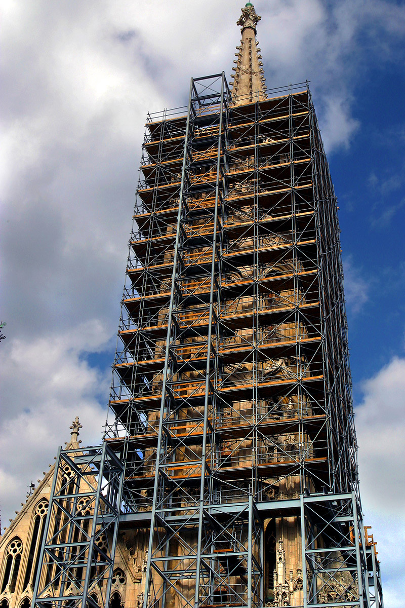 hungary/buda_church_scafolding