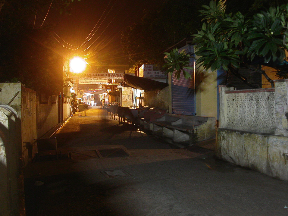india/rishikesh_alley_night
