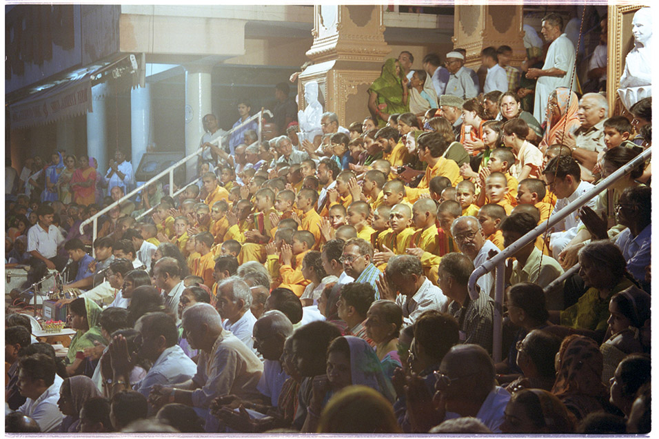 india/rishikesh_hindu_audience