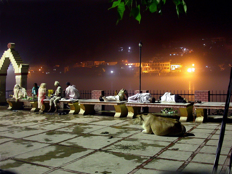 india/rishikesh_night_sleeping_ganges