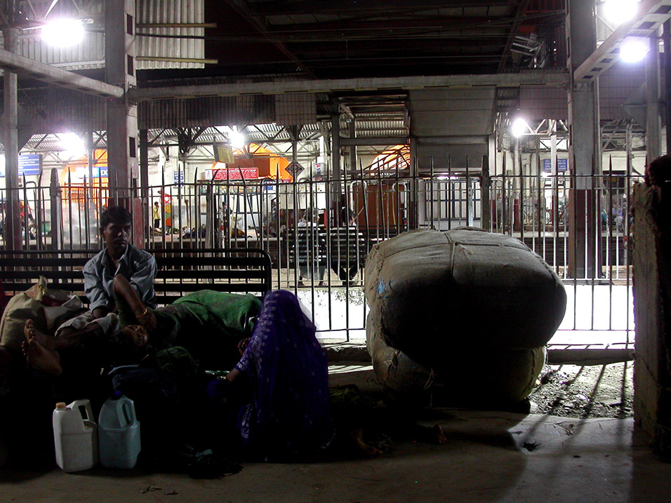 india/train_station_night