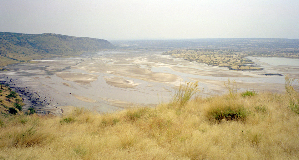 kenya/magadi_view_lake