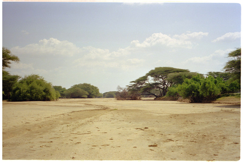 kenya/turkana_river_bed