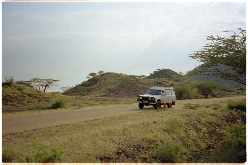 kenya/turkana_road_back