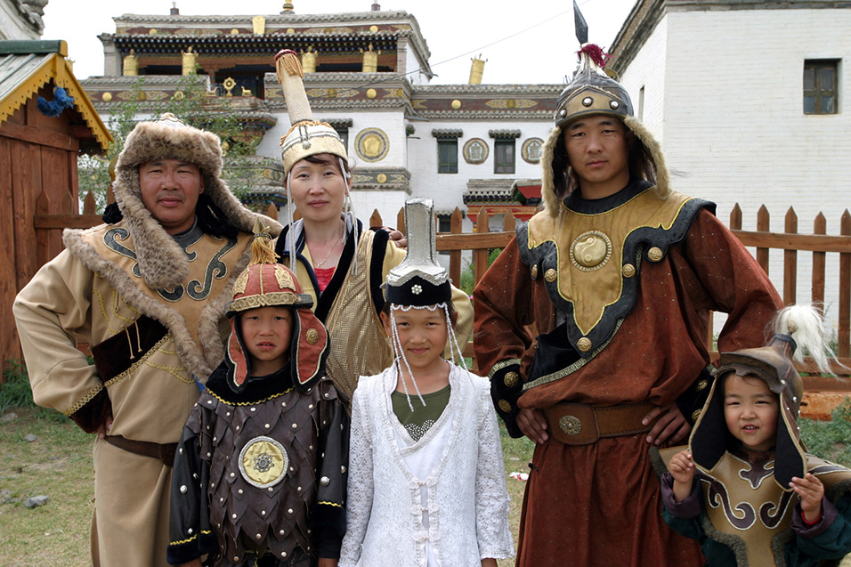 mongolia/karakorum_family_cos_play