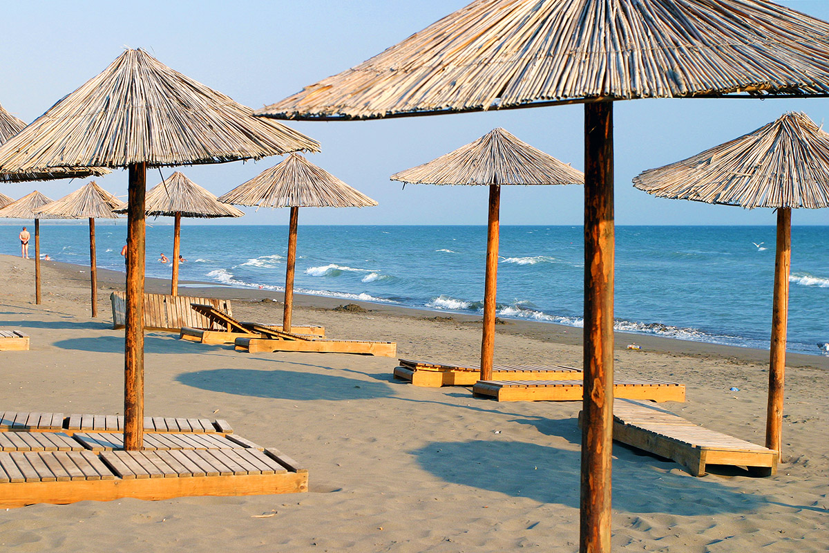 montenegro/ulcinj_umbrellas_beach_chairs