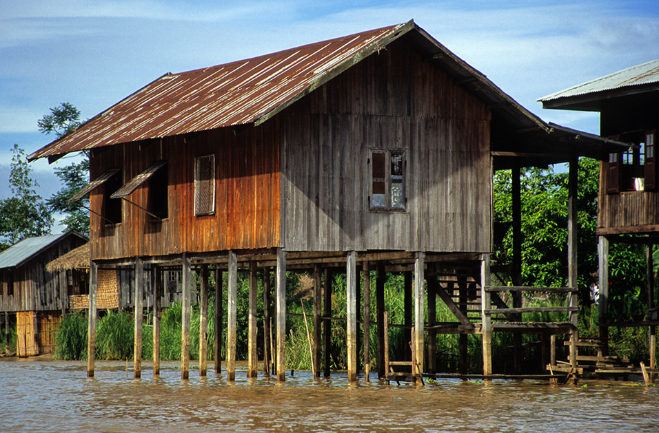 Inle lake nangshwue myanmar burma travel photos hey for Stilt homes for sale