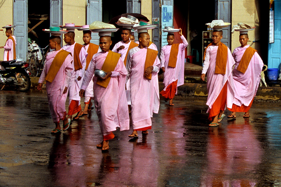 myanmar/pyin_nuns_reflection_2