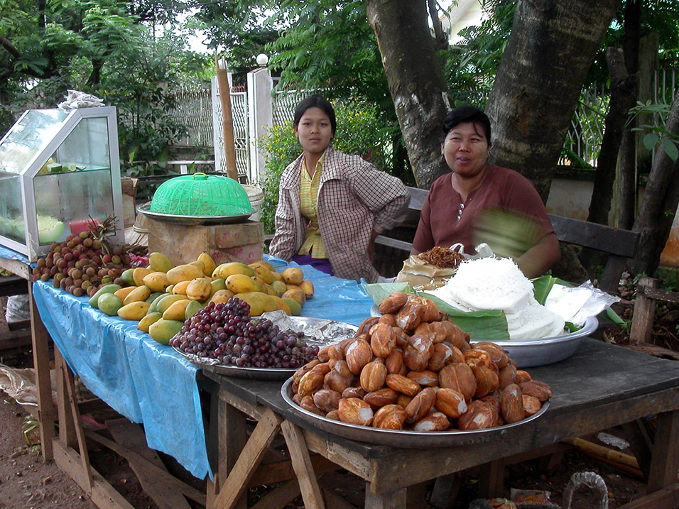 myanmar/pyin_u_lyn_selling_food