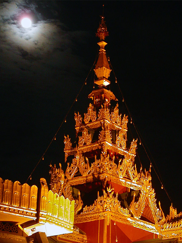 myanmar/sule_paya_roof_night_moon