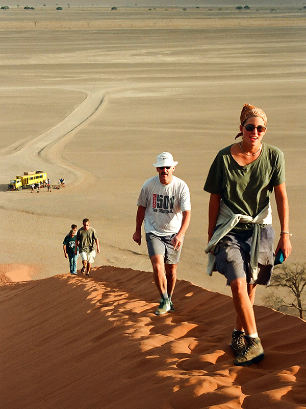 namibia/dune_45_nicole_walking_up