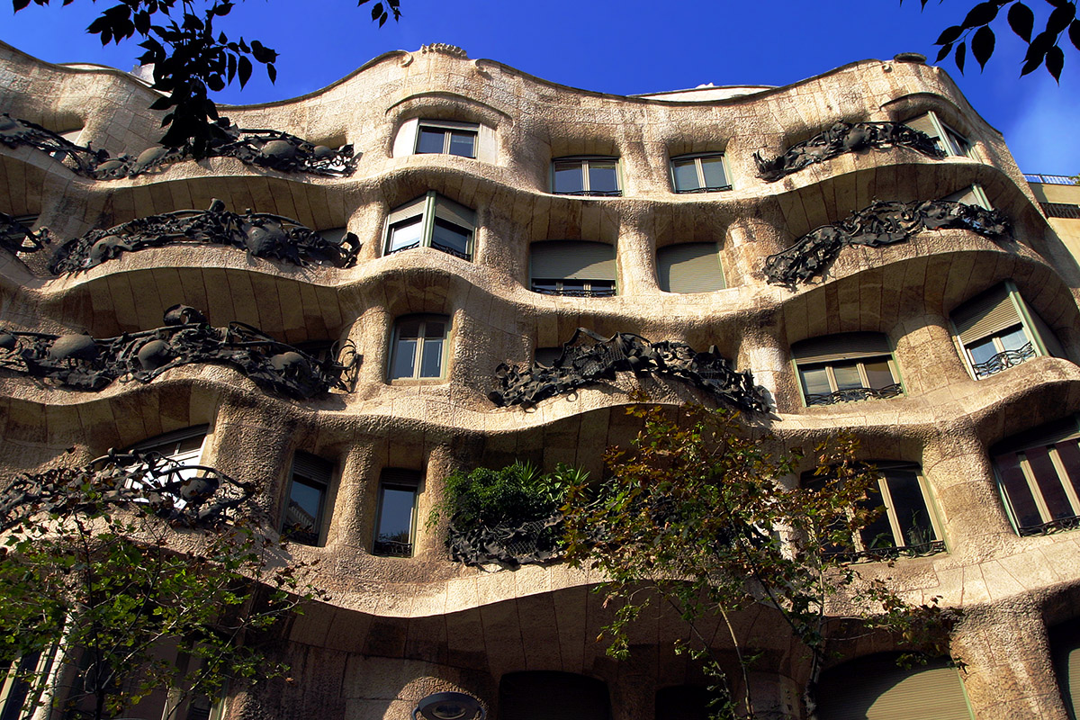 spain/barcelona_gaudi_office_building