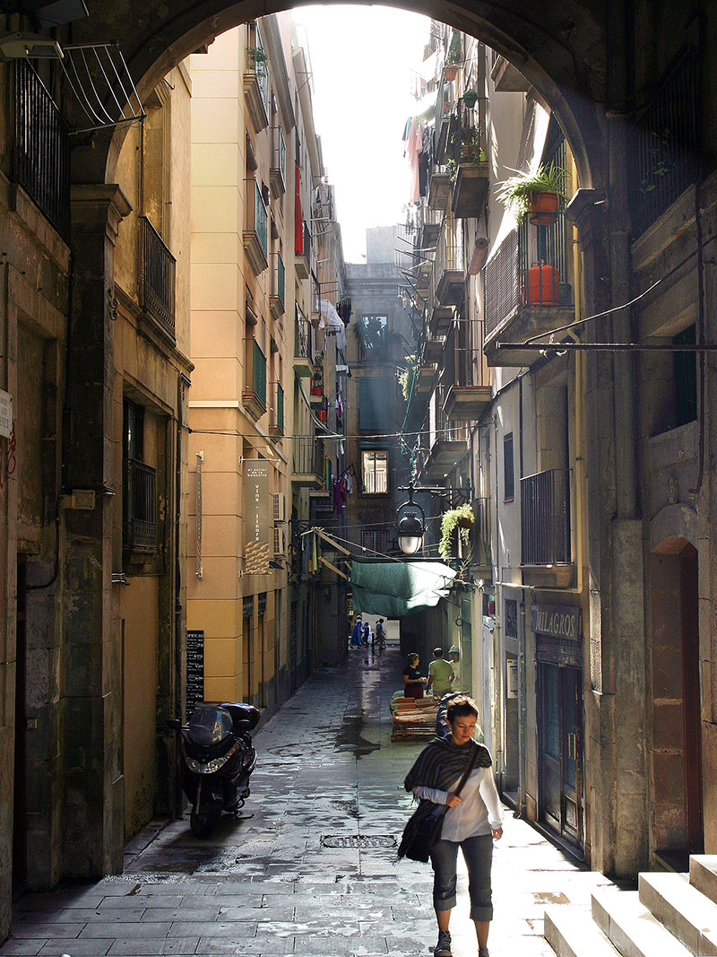 spain/barcelona_market_alley