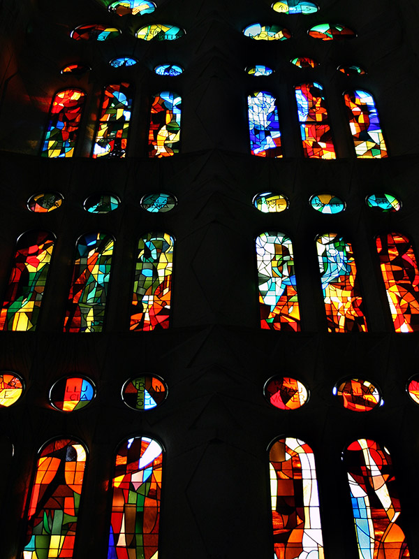 spain/barcelona_sagrada_familia_glass