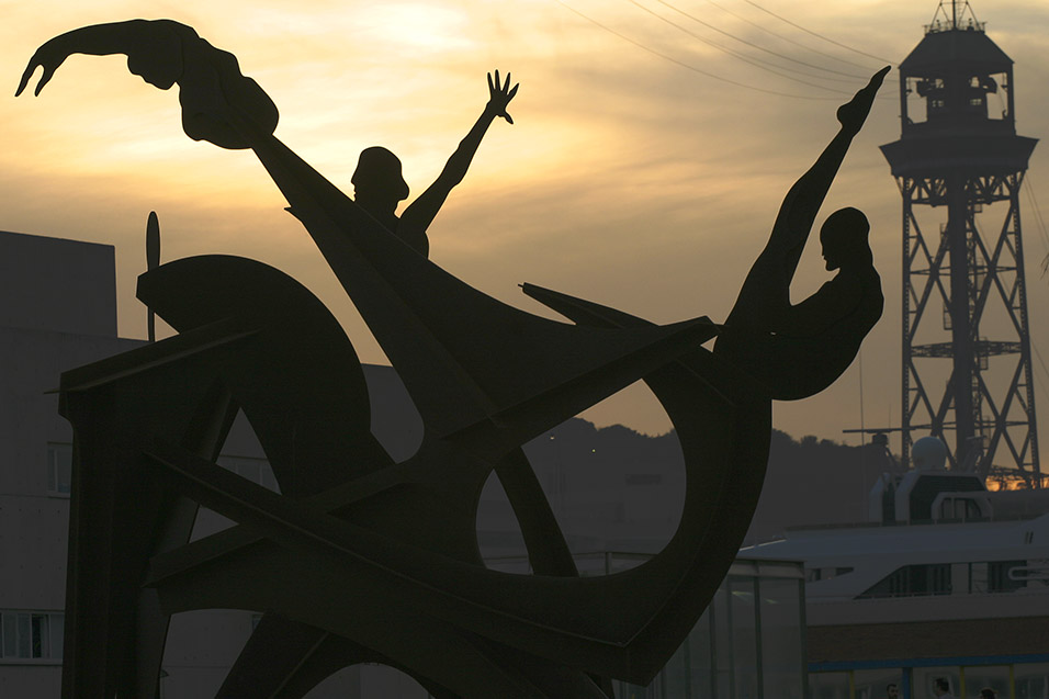 spain/barcelona_sunset_sculpture