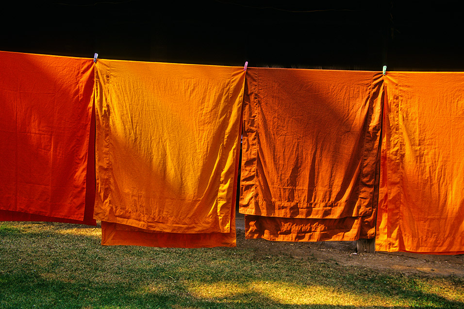 thailand/2004/nan_monks_robes