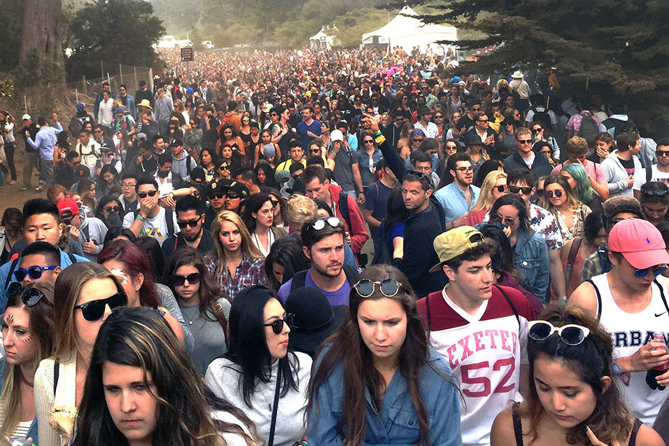 usa/san_francisco/outsidelands_2015_walking_to_caribou_twin_peaks_stage