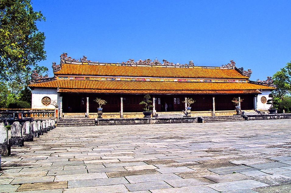 vietnam/hue_orange_roof_hall