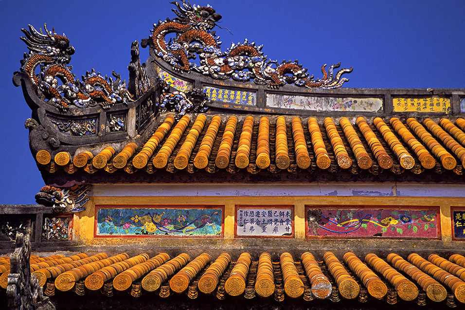 vietnam/hue_roof_tiles_yellow