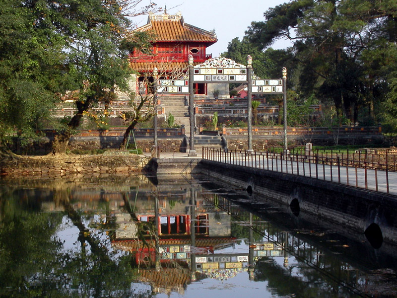 vietnam/hue_tomb_reflect