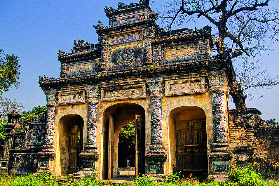 vietnam/hue_yellow_building